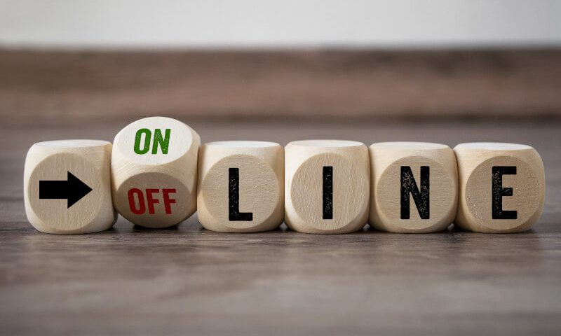 reklama w internecie vs reklama tradycyjna - online vs offline